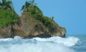 Waves breaking at Cocles Island. Geckoes Lodge, Puerto Viejo, Costa Rica